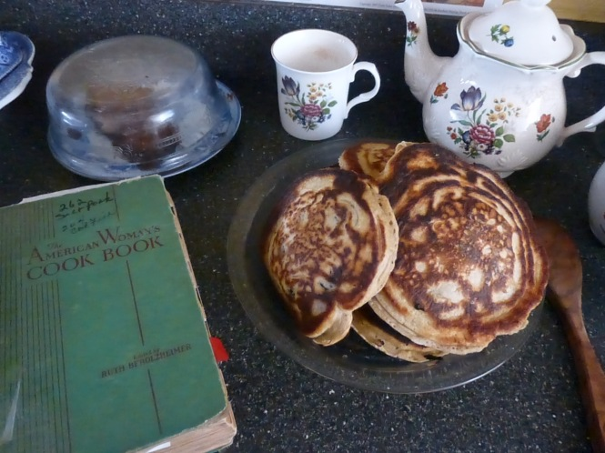 Pancakes from a vintage cookbook - The American Women Cookbook