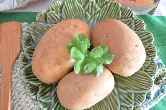 Healthy eating Potatos recipes potato center piece Irish cottage Kitchen potato recipes center piece St Patricks day celebrations Cottage Elegance