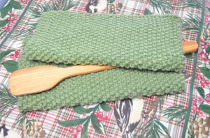 Handmade home comforts of home and cottage My Irish Cottage decor Hand knit home Irish st Patricks day home decor elegantlyhandmade.etsy.com by Melissa elegantlyhandmade.wordpress.com